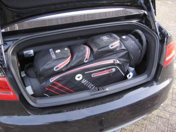 Flat Cat golfkar opgevouwen in kofferbak